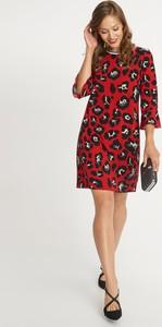 Czerwona sukienka QUIOSQUE z długim rękawem