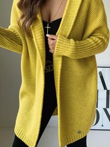 Żółty sweter Versada z moheru w stylu casual