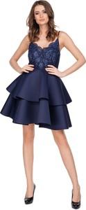 Sukienka Moda Dla Ciebie z tiulu z dekoltem w kształcie litery v mini