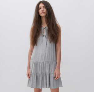 Sukienka Reserved trapezowa z okrągłym dekoltem