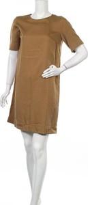 Sukienka ARMEDANGELS z krótkim rękawem prosta w stylu casual