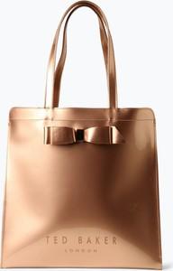 Różowa torebka Ted Baker w wakacyjnym stylu