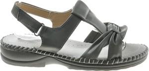 Sandały Pantofelek24 z klamrami w stylu casual