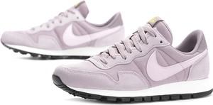 Buty sportowe Nike z płaską podeszwą z zamszu