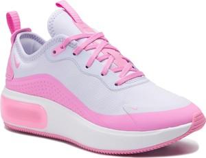 Sneakersy Nike na platformie