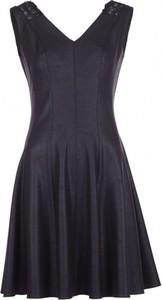 Niebieska sukienka VISSAVI z dekoltem w kształcie litery v bez rękawów dla puszystych