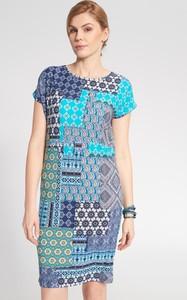 Sukienka QUIOSQUE z okrągłym dekoltem z krótkim rękawem