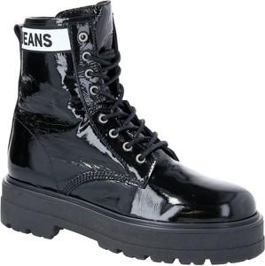Czarne trapery damskie Tommy Jeans ze skóry sznurowane z nadrukiem