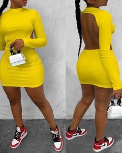 Sukienka Kendallme dopasowana z okrągłym dekoltem mini