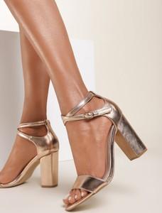 Złote sandały Renee ze skóry z klamrami na średnim obcasie