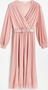 Różowa sukienka Reserved kopertowa z dekoltem w kształcie litery v