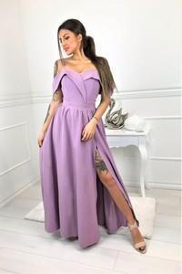 Fioletowa sukienka omnido.pl z dekoltem w kształcie litery v