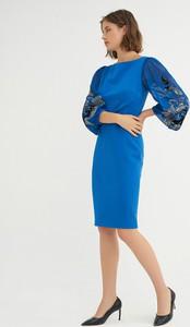 Niebieska sukienka BGN z okrągłym dekoltem midi