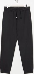 Czarne spodnie sportowe Sinsay