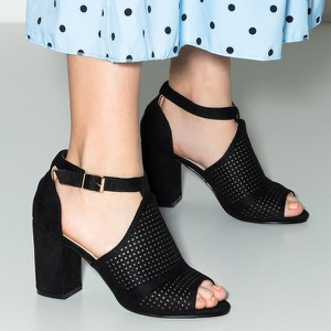 Czarne sandały Royalfashion.pl z klamrami z zamszu