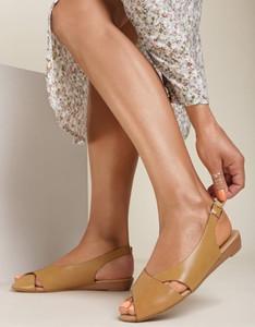 Sandały Renee z płaską podeszwą z klamrami