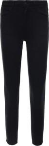 Czarne jeansy Wrangler w street stylu