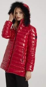 Czerwona kurtka Tiffi z kapturem krótka