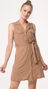 Brązowa sukienka born2be mini z dekoltem w kształcie litery v z dzianiny