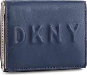 c7a9588ebe518 Niebieskie portfele damskie DKNY
