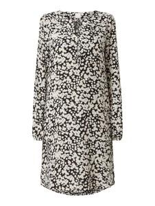 Sukienka Hugo Boss z jedwabiu z długim rękawem w stylu casual