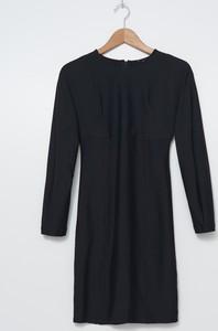 Czarna sukienka House z długim rękawem trapezowa z dzianiny