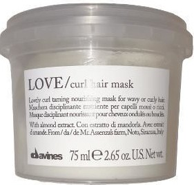 Biały kosmetyk do włosów davines