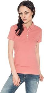 Różowa bluzka Hilfiger Denim w stylu casual z krótkim rękawem z kołnierzykiem