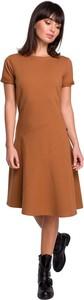 Brązowa sukienka Be z krótkim rękawem z dzianiny