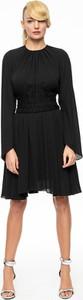 Czarna sukienka L'AF z długim rękawem z okrągłym dekoltem