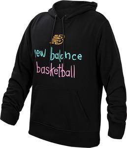 Czarna bluza New Balance w młodzieżowym stylu