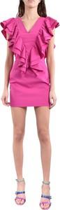 Różowa sukienka Actualee z krótkim rękawem dopasowana z dekoltem w kształcie litery v