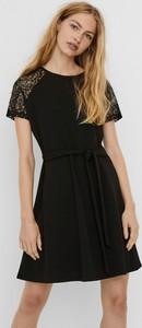 Czarna sukienka Vero Moda z okrągłym dekoltem mini