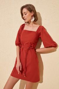 Czerwona sukienka Trendyol trapezowa