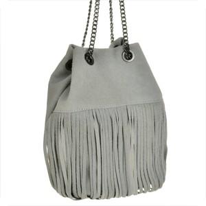 Genuine leather torebka zamszowa worek w popielatym kolorze z frędzlami m