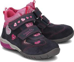 Granatowe buty dziecięce zimowe Superfit z zamszu na rzepy