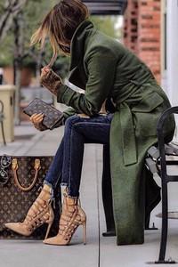 Zielony płaszcz Ivet.pl w stylu casual