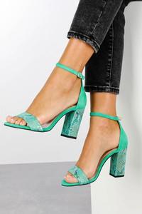 Zielone sandały Casu na wysokim obcasie na obcasie ze skóry