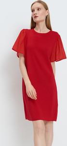 Czerwona sukienka Mohito z krótkim rękawem prosta z okrągłym dekoltem