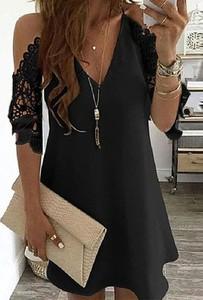 Czarna sukienka Arilook z dekoltem w kształcie litery v mini
