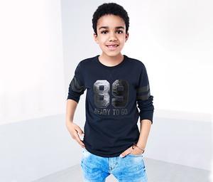 Granatowa koszulka dziecięca Tchibo z długim rękawem z bawełny