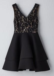 Czarna sukienka Cropp bez rękawów z dekoltem w kształcie litery v rozkloszowana