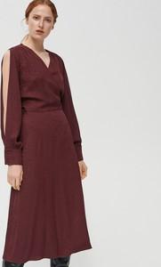 Czerwona sukienka Reserved z żakardu rozkloszowana midi
