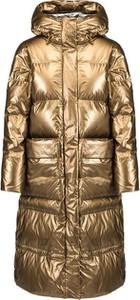 Złoty płaszcz Deha w stylu casual