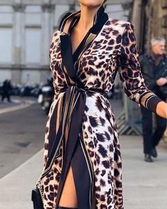 Sukienka Kendallme z długim rękawem koszulowa z dekoltem w kształcie litery v
