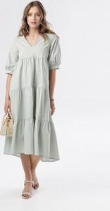 Miętowa sukienka born2be