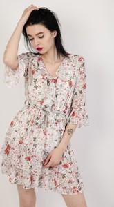 76a59c2fbe biała sukienka mini w czarne kwiaty - stylowo i modnie z Allani