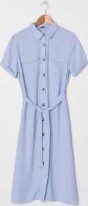 Niebieska sukienka House z kołnierzykiem midi z krótkim rękawem