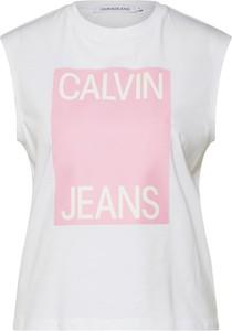 Bluzka Calvin Klein z krótkim rękawem w młodzieżowym stylu z tkaniny