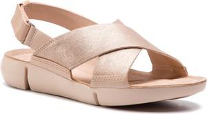 Różowe sandały Clarks na niskim obcasie na rzepy ze skóry